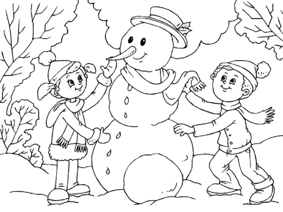 niños haciendo muñeco de nieve