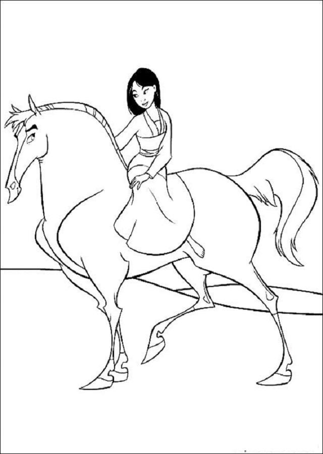Es el caballo de Mulán. Él es muy valiente y no tiene miedo a nada. Se demuestra cuando el ejército es atacado en las montañas, y Khan no se escapa, y es capaz de salvar a Mulán y al Capitán Shang de la avalancha.